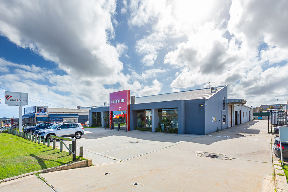 Prindiville Drive – Office/Showroom/Warehouse – 4,000sqm of Prime Land – Great Value
