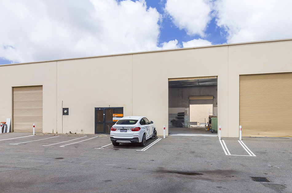 Warehouse – 194sqm* + 44sqm* Yard – Victoria Road Location