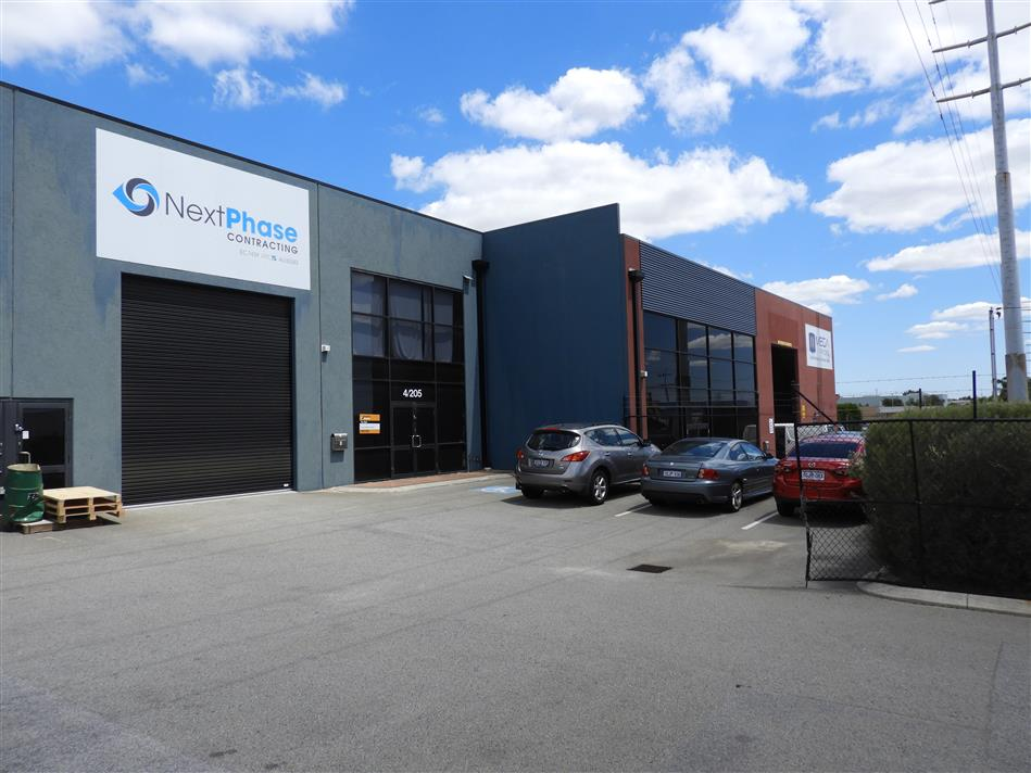 398sqm* Office & Warehouse – Must be Sold!