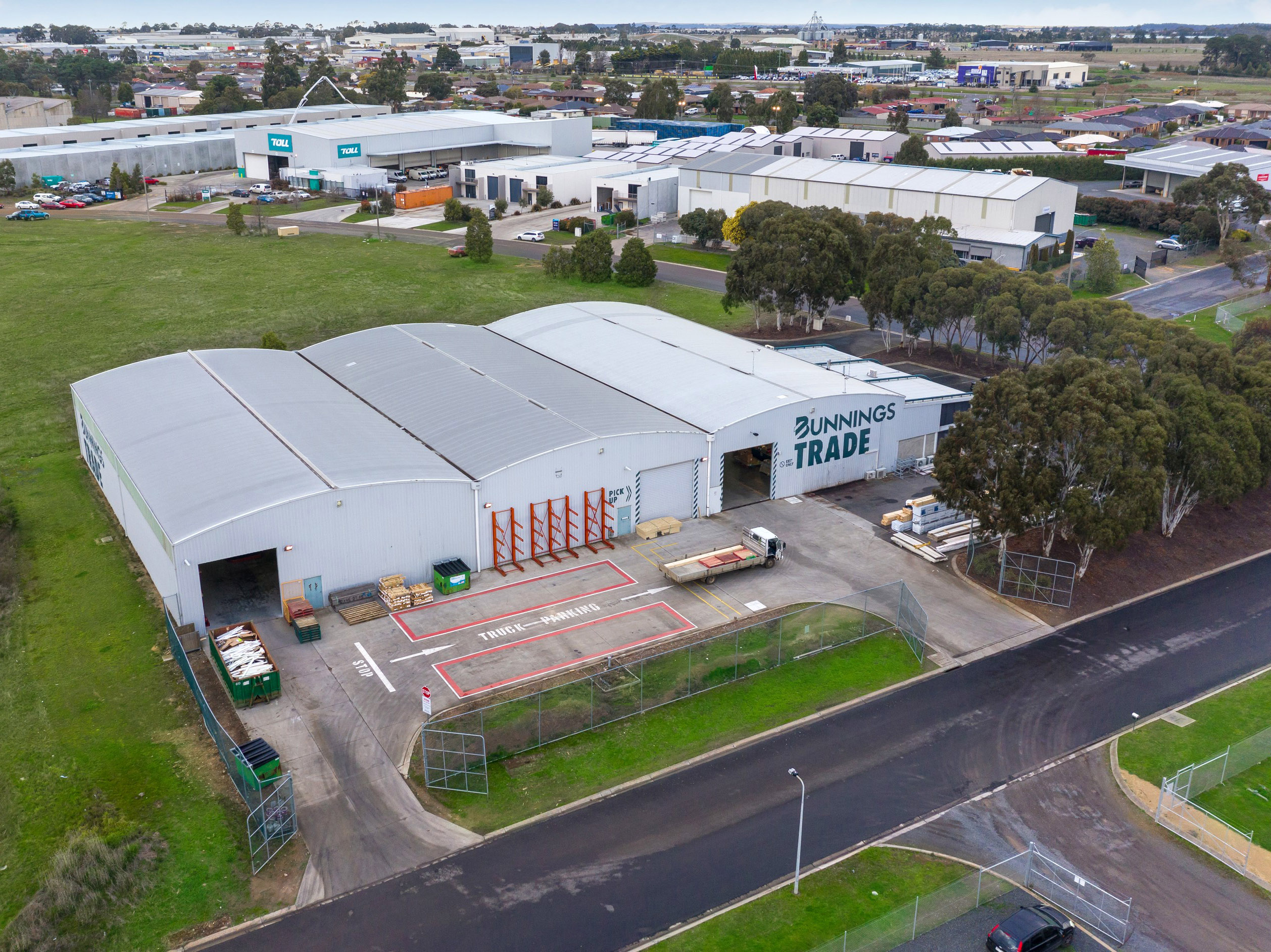 Former Bunnings Trade Facility Plus Development Land – Offered with Vacant Possession