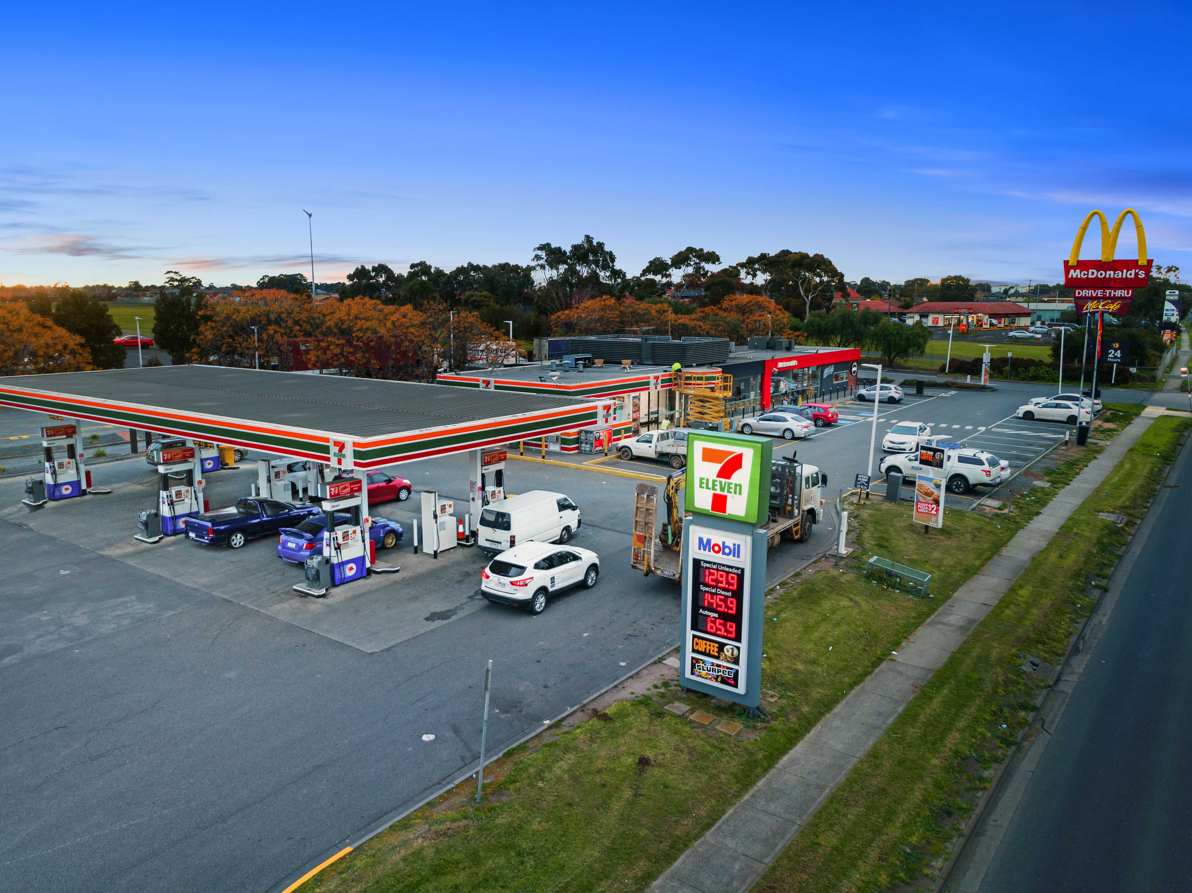 Freestanding Melbourne 7-Eleven with Long Term Sub-Lease to McDonald's
