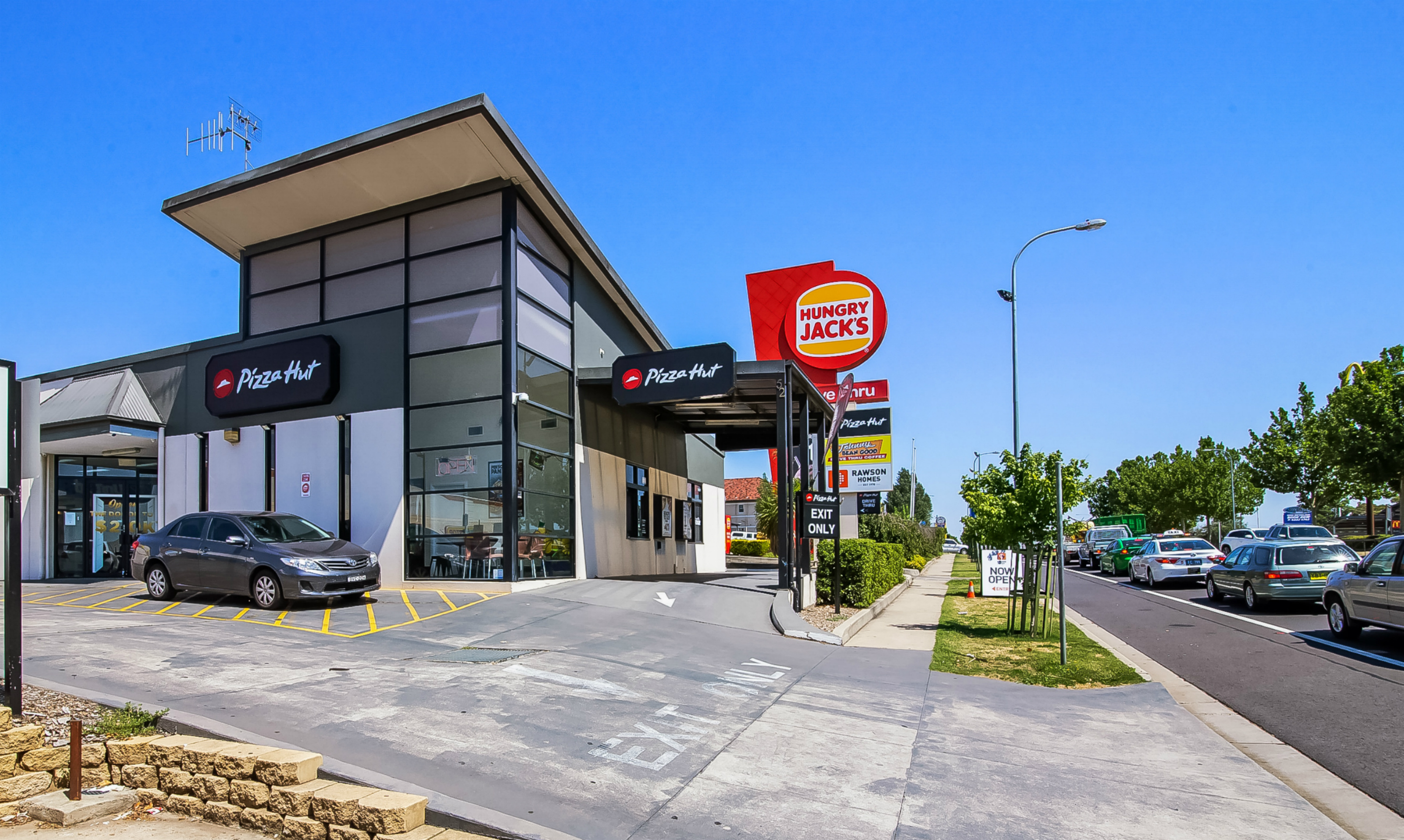 High Profile Pizza Hut Anchored Freehold Building