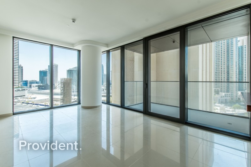 Prime Location Vacant and Spacious Stunning View