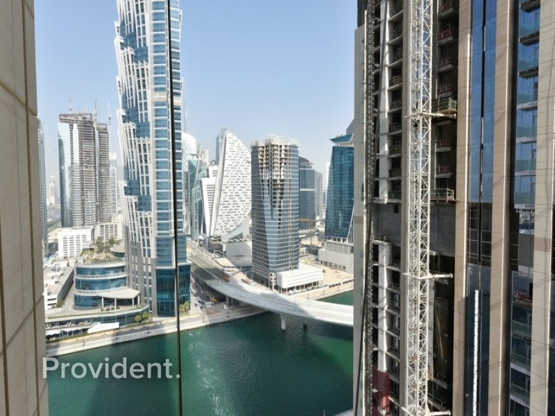Modern& Bright 2Bed with Full Canal view