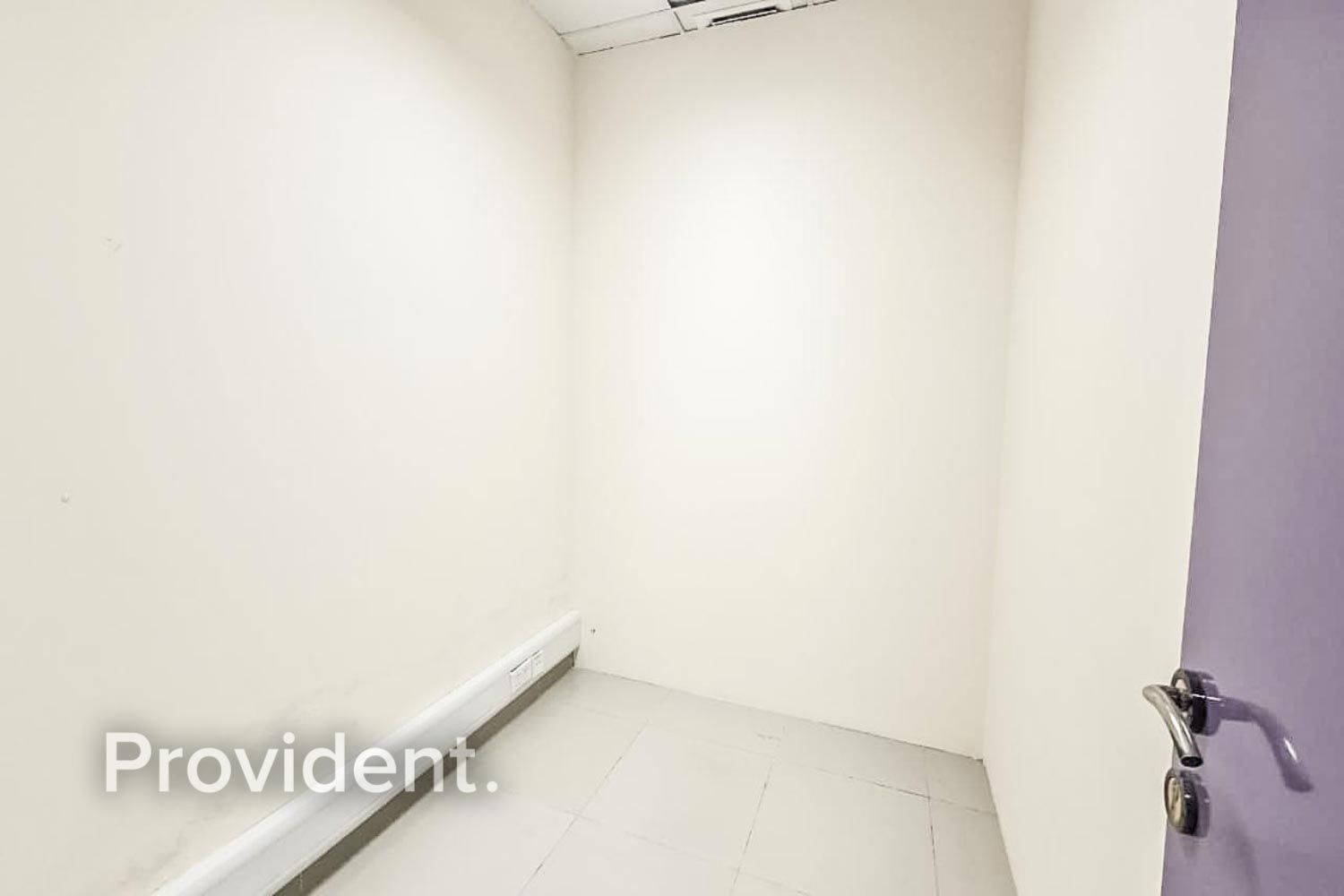 Beautiful Offices - Easy Access to Al Khail Road