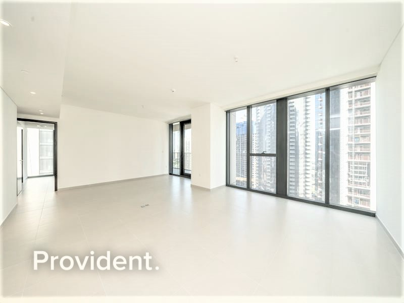 Ultra Spacious Living | Overlooking Downtown