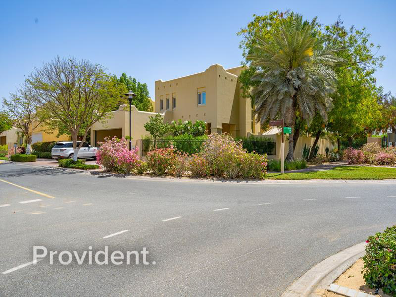 Exclusive Listing|Upgraded 4Bed+M|Corner Plot