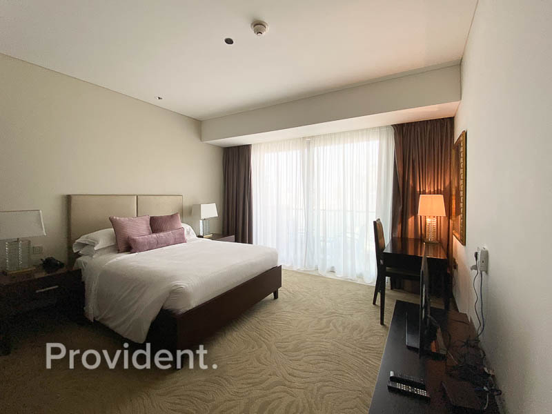 5 Star Living  First Class Amenities  Large Layout