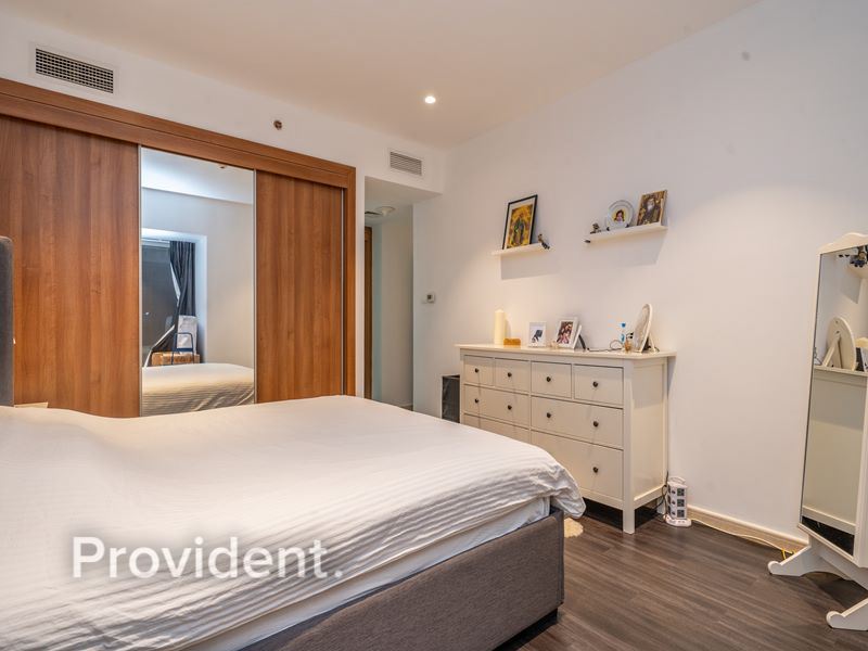 Beautifully Upgraded | Vacant on Transfer