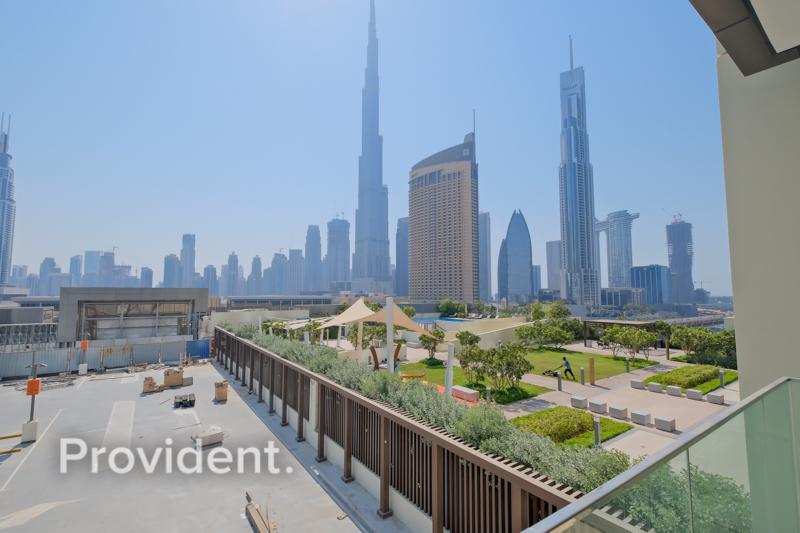 Full Burj Khalifa view   Connected to Dubai Mall