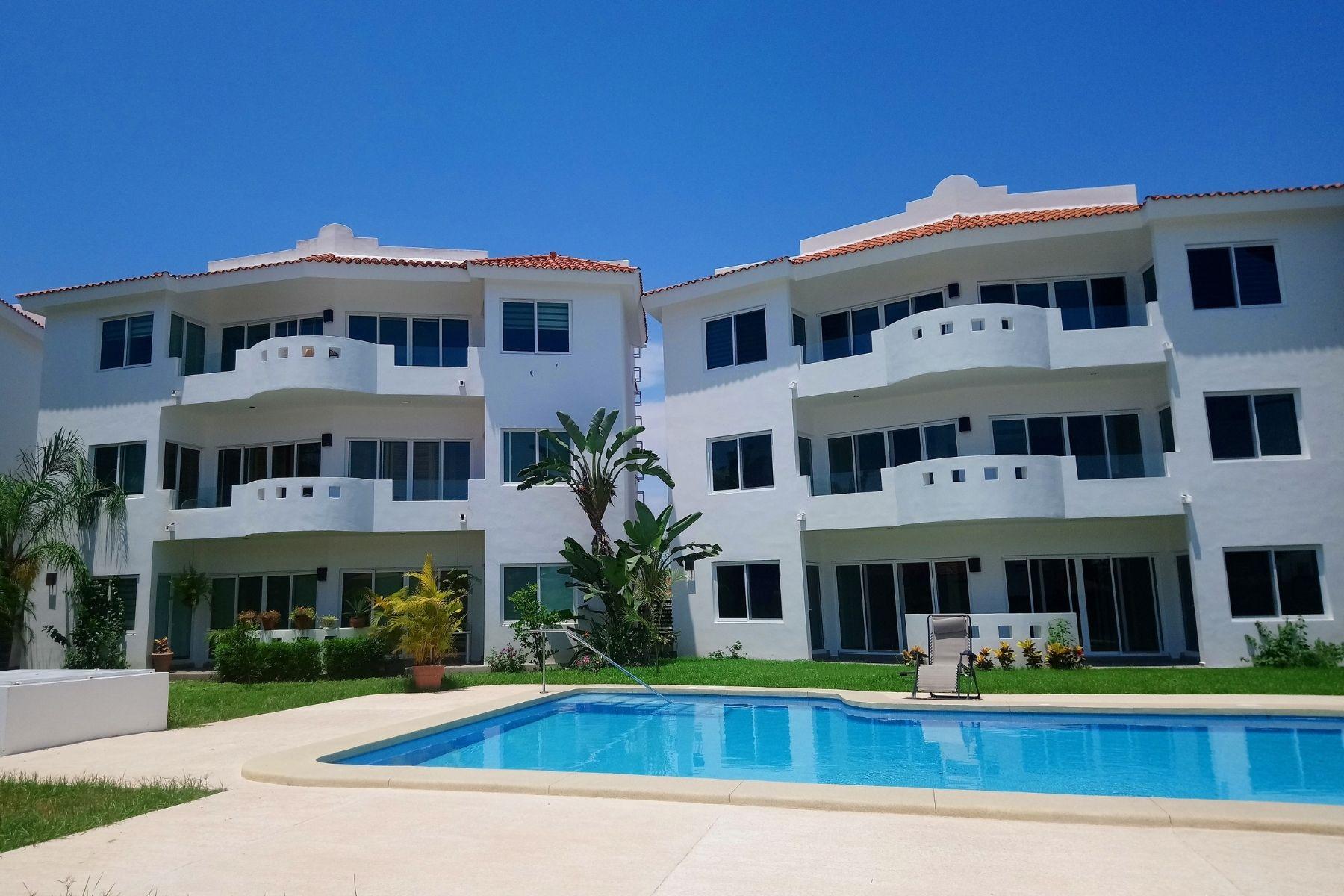 Alberca 2 condominios Marbella.jpg