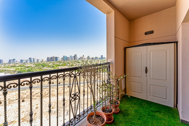 Resale Below OP | Modern Apartment Away from City