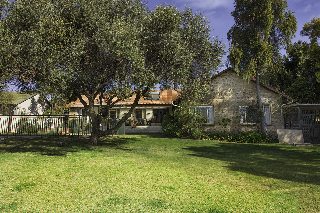 5 BedroomHouse For Sale In Gallo Manor