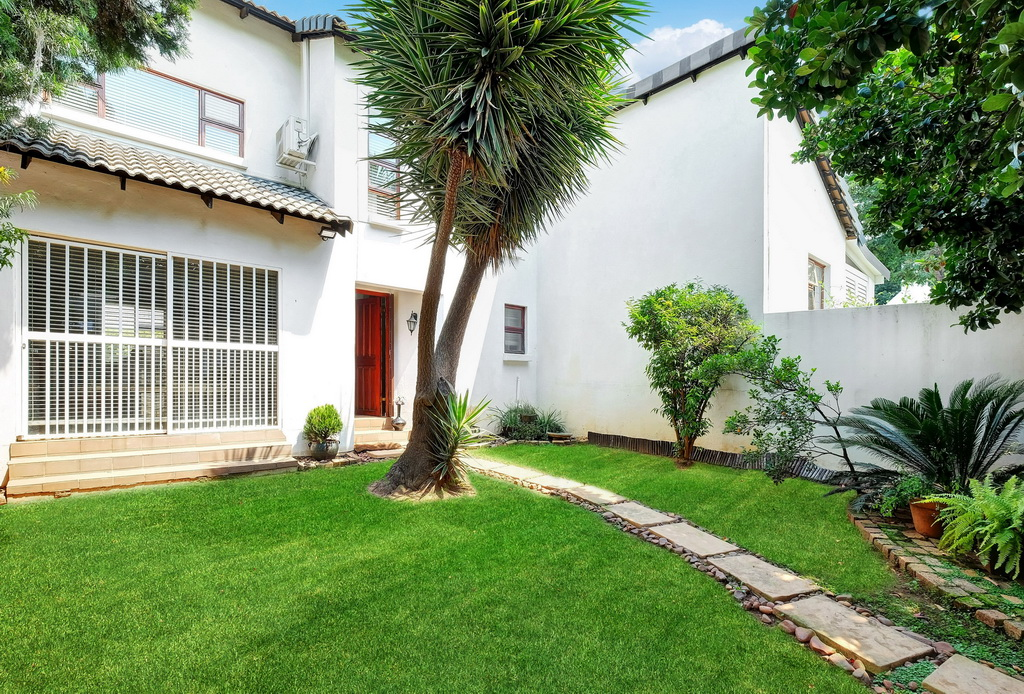 2 BedroomTownhouse For Sale In Strathavon