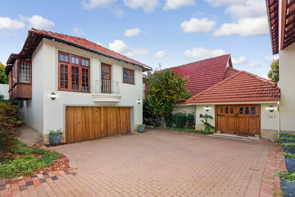 8 Bedroom House for sale in Northcliff LH-2961 : photo#1