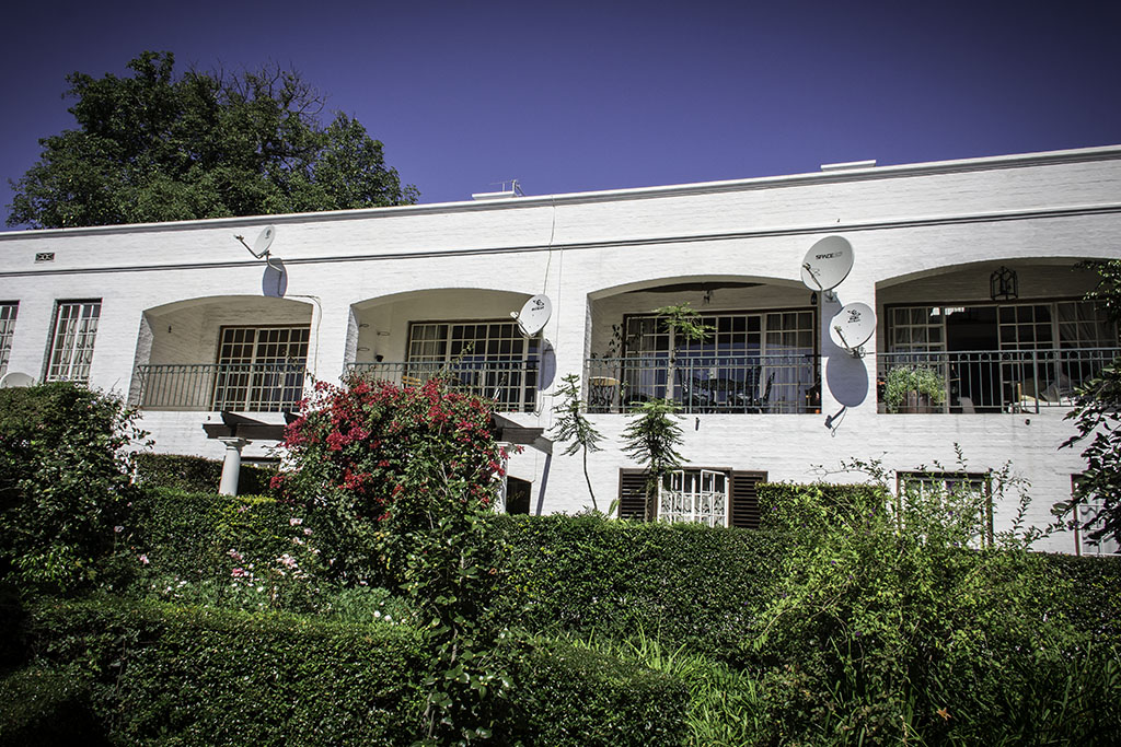 1 BedroomApartment For Sale In Saxonwold