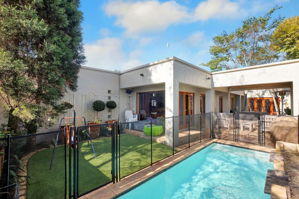 3 BedroomHouse For Sale In Parkhurst