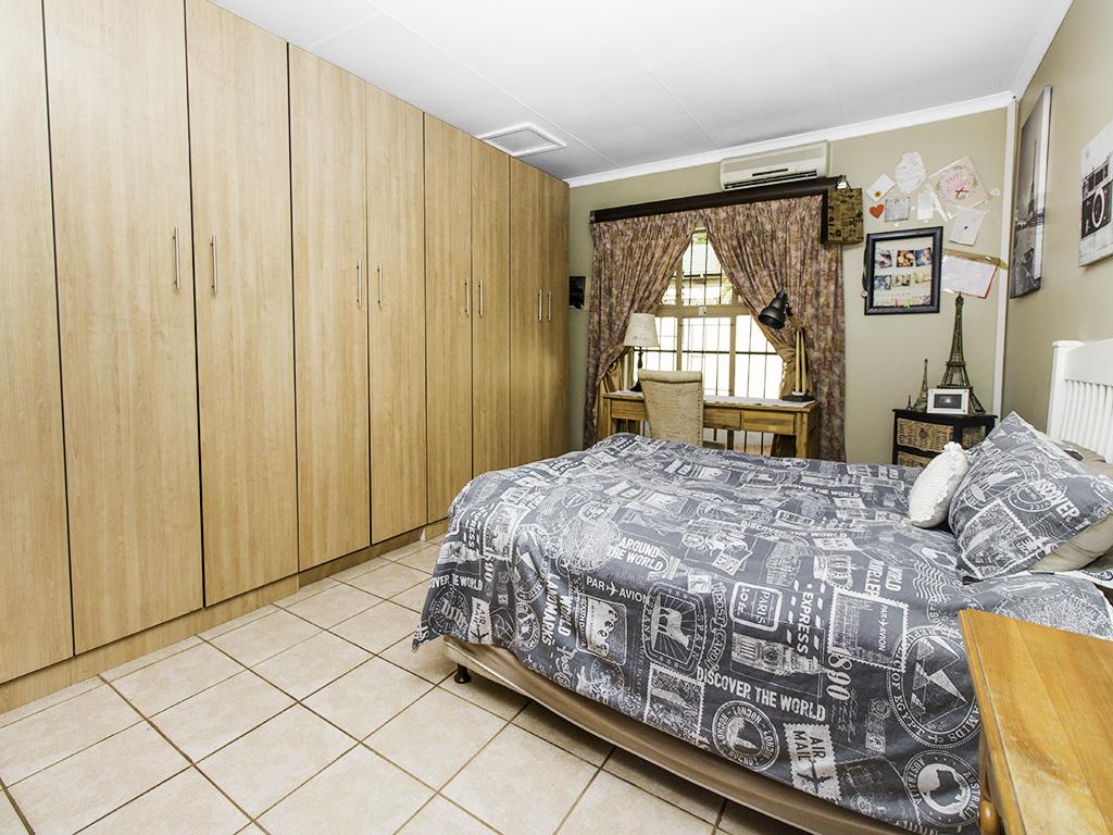 4 Bedroom House for sale in Eldoraigne LH-3753 : photo#14