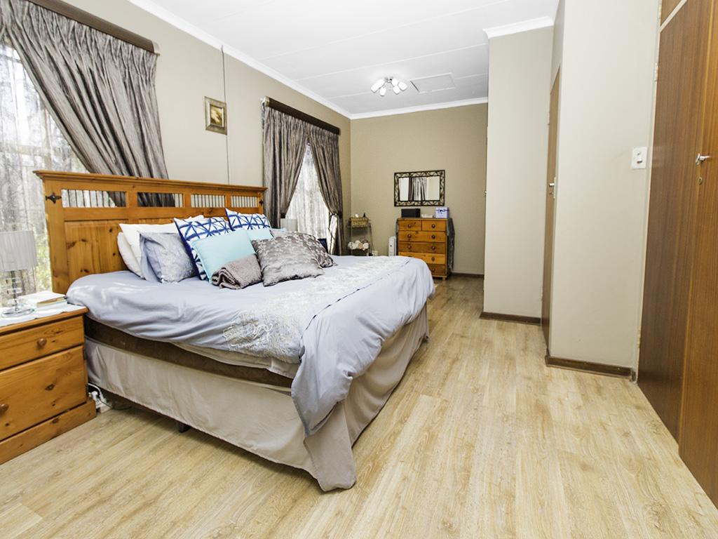 4 Bedroom House for sale in Eldoraigne LH-3753 : photo#9