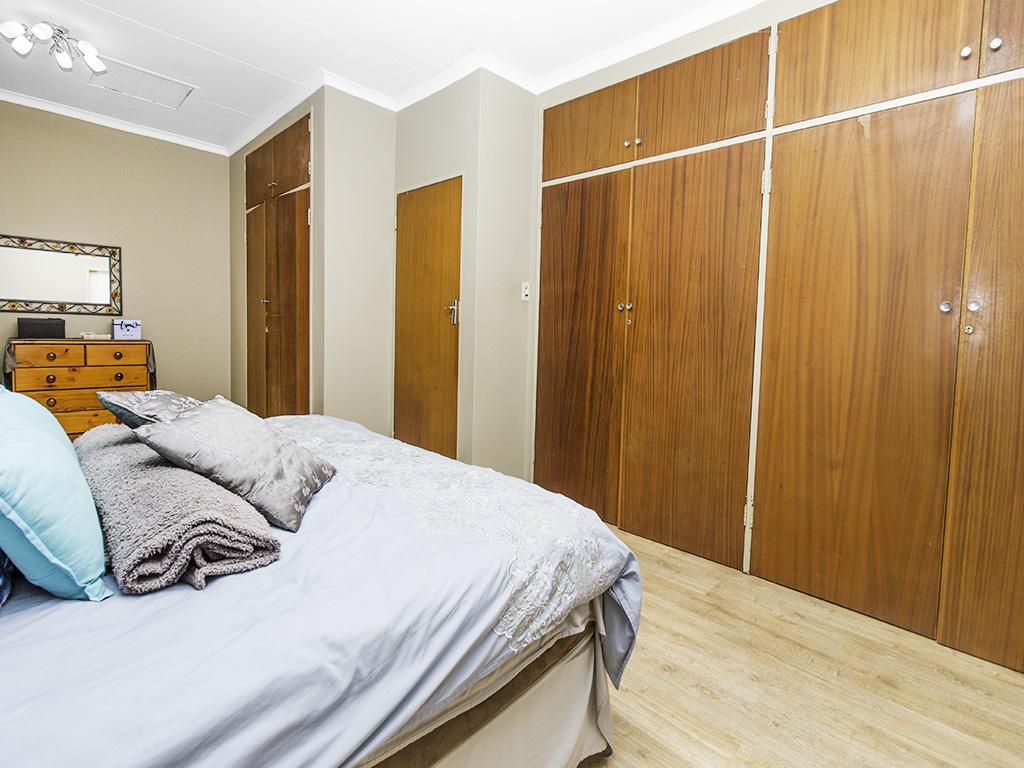 4 Bedroom House for sale in Eldoraigne LH-3753 : photo#10
