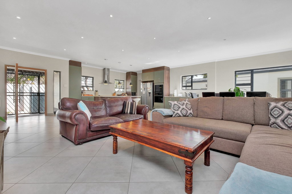 4 Bedroom House for sale in Parkmore LH-3809 : photo#3