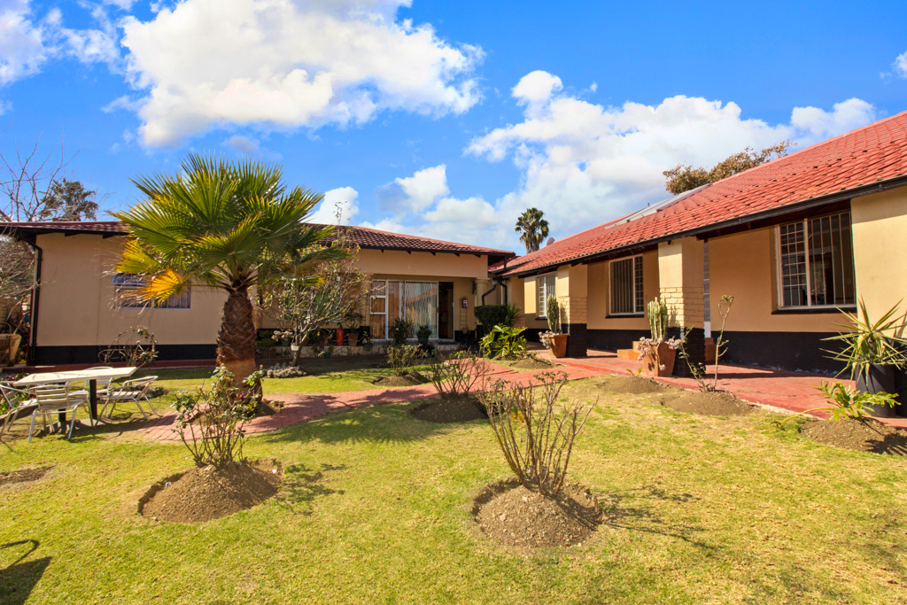 3 BedroomHouse For Sale In Esther Park