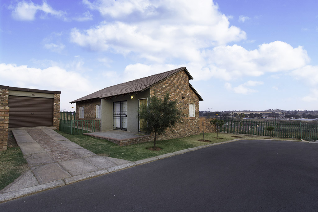 3 BedroomTownhouse For Sale In Horison View