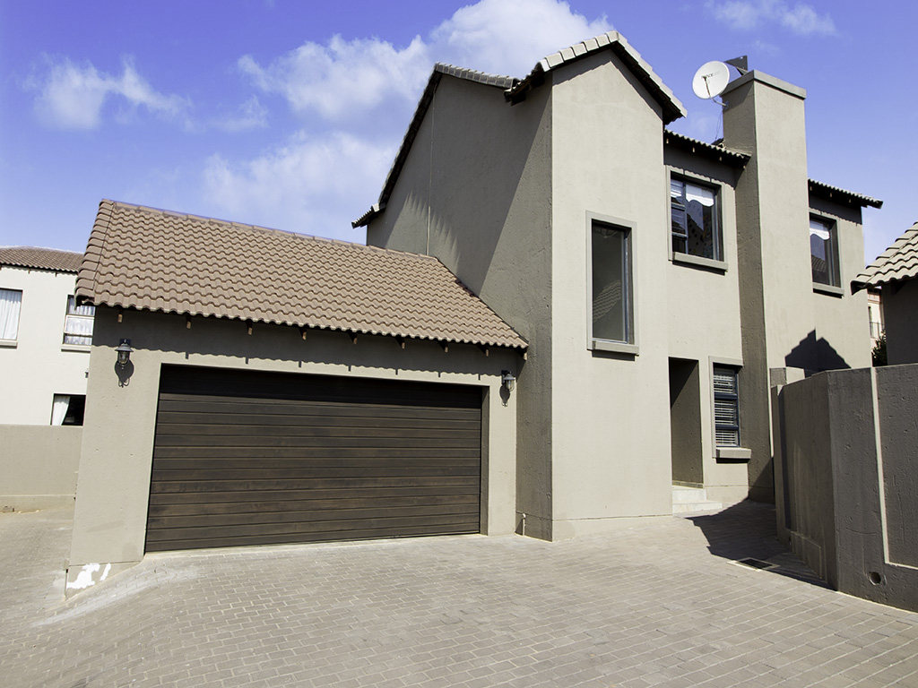 4 BedroomTownhouse For Sale In Thatchfield