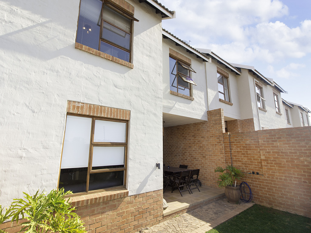 3 BedroomTownhouse For Sale In Country View Estate