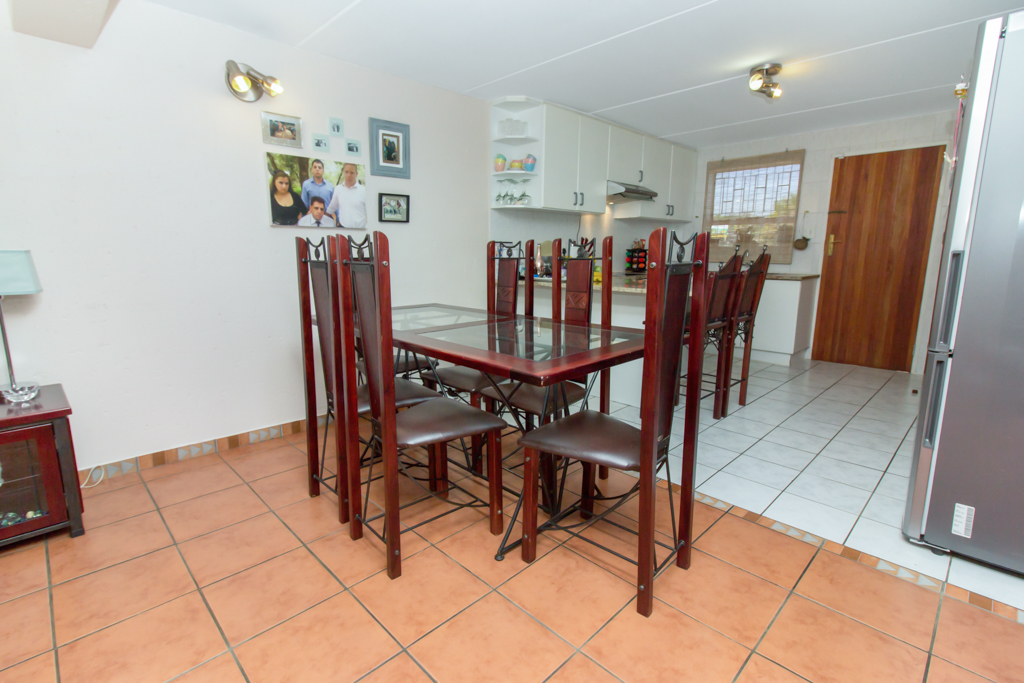 3 Bedroom Townhouse for sale in Radiokop LH-4060 : photo#3