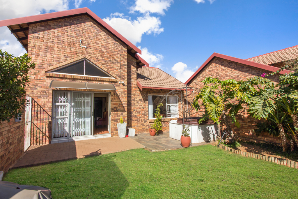 3 Bedroom Townhouse for sale in Radiokop LH-4060 : photo#19