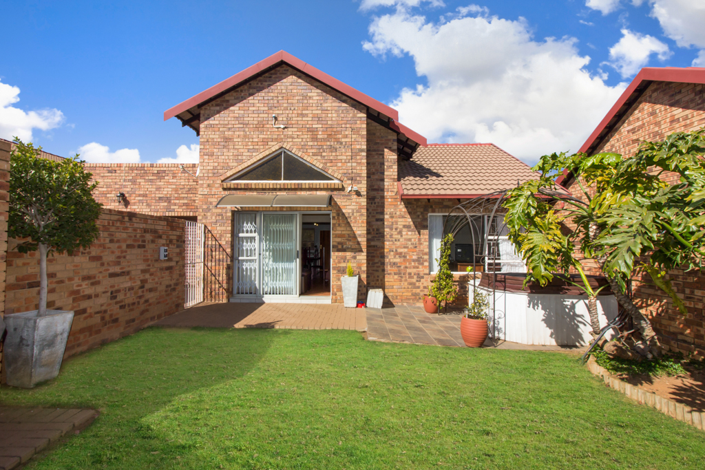 3 BedroomTownhouse For Sale In Radiokop