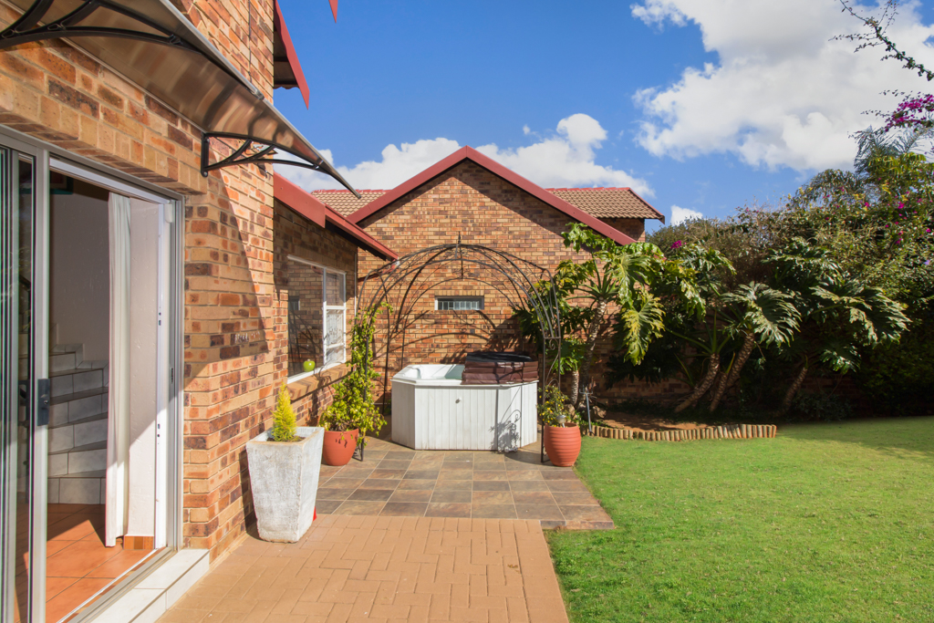 3 Bedroom Townhouse for sale in Radiokop LH-4060 : photo#20