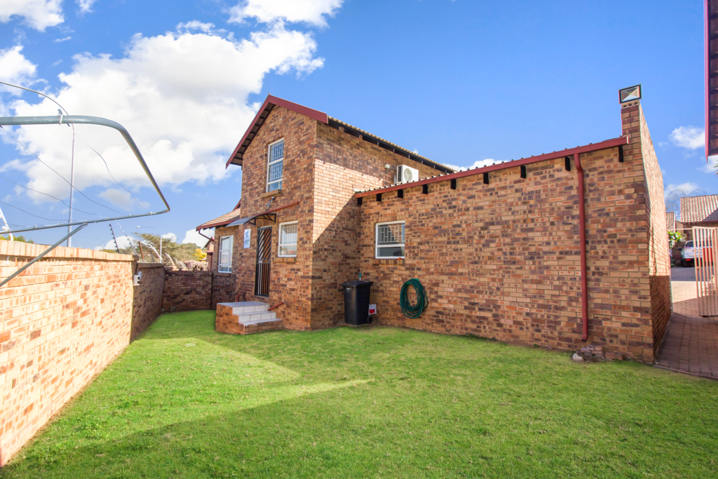 3 Bedroom Townhouse for sale in Radiokop LH-4060 : photo#22