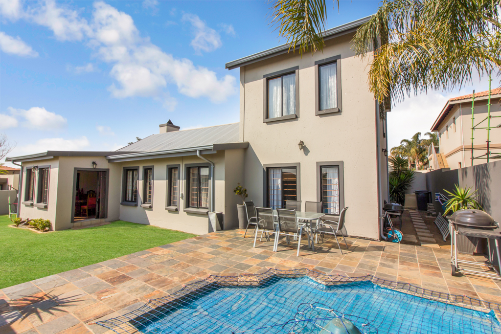 4 BedroomHouse For Sale In Greenstone Hill