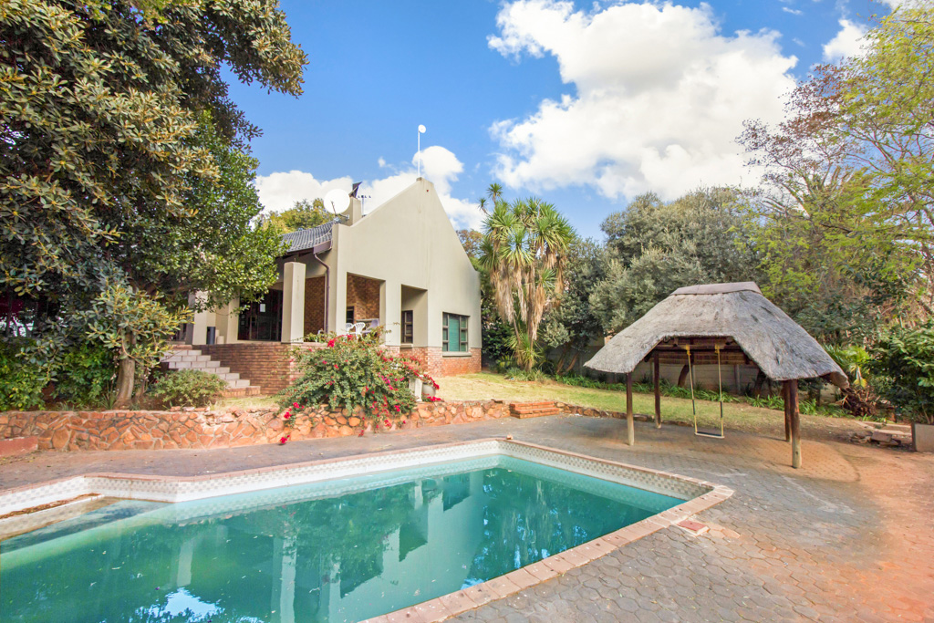 5 BedroomHouse For Sale In Roodekrans
