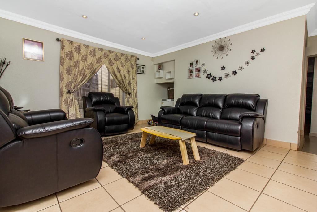 3 Bedroom House for sale in Elandspark LH-4809 : photo#1