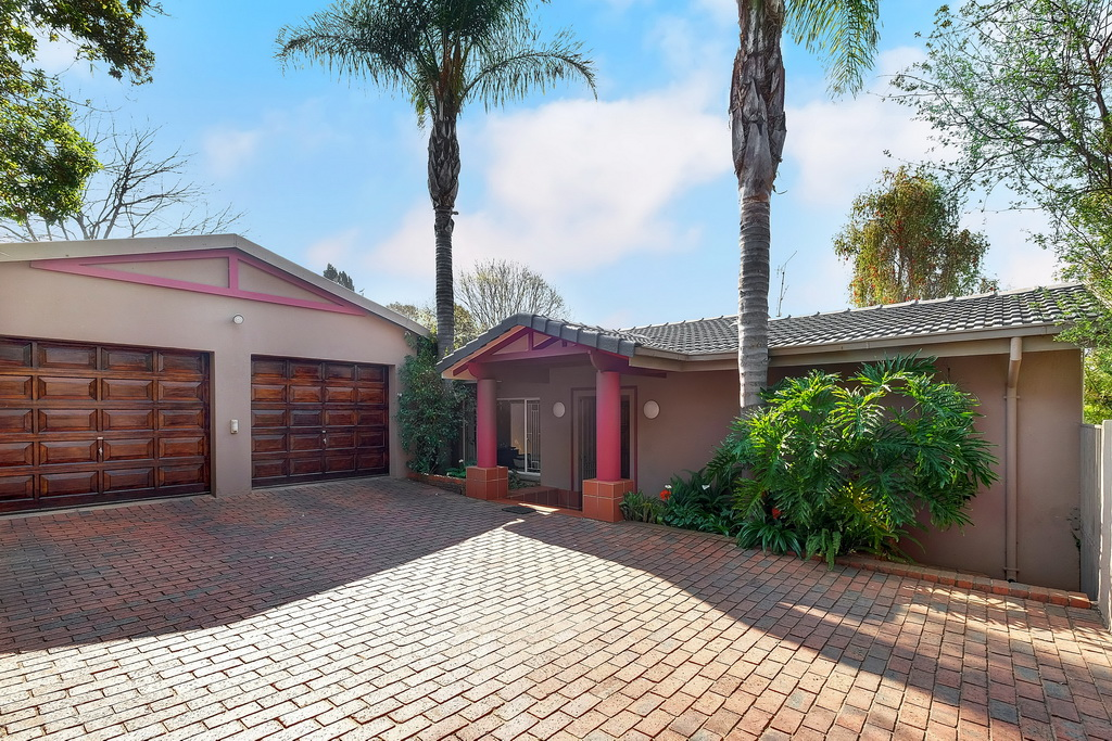 4 Bedroom House pending sale in Robin Hills LH-4827 : photo#1