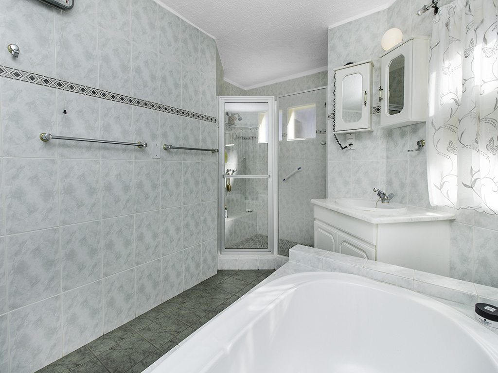 5 Bedroom House for sale in Eldoraigne LH-4829 : photo#23