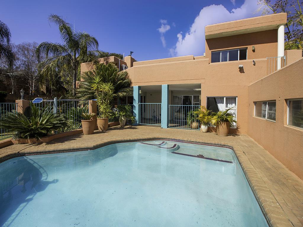 5 Bedroom House for sale in Eldoraigne LH-4829 : photo#1