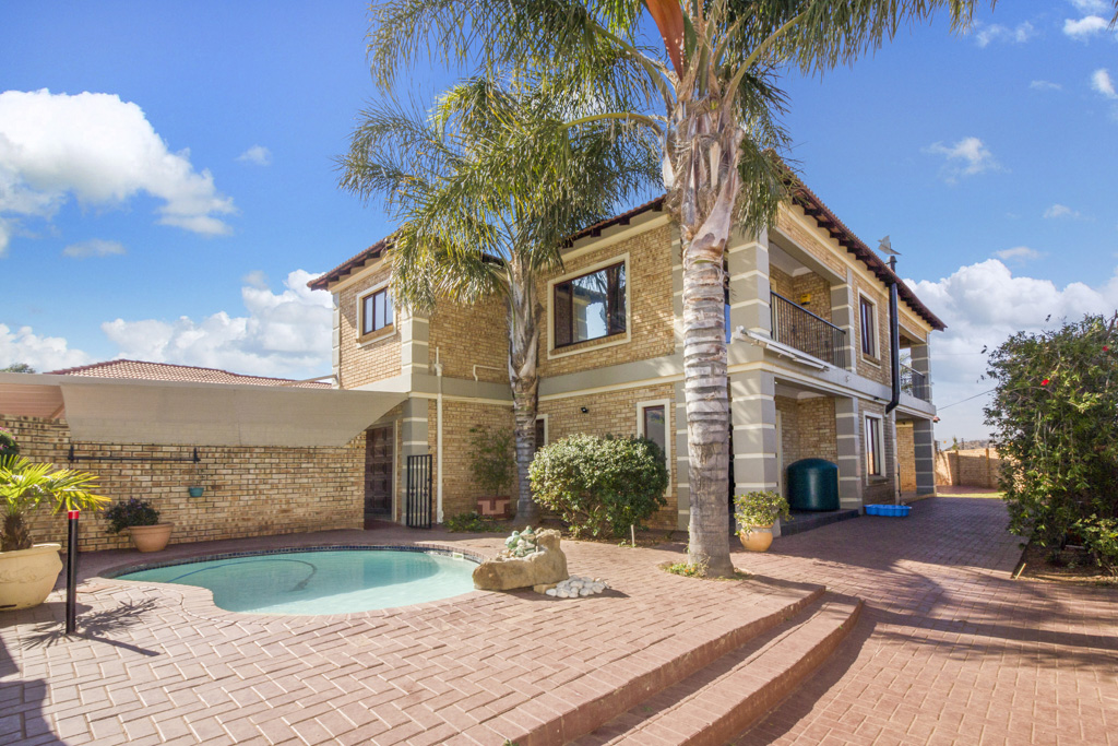 3 BedroomHouse For Sale In Range View Ext 4