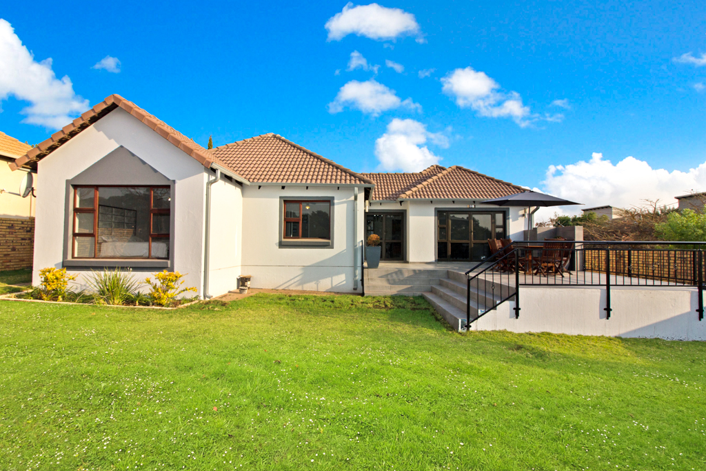3 BedroomHouse For Sale In Greenstone Hill