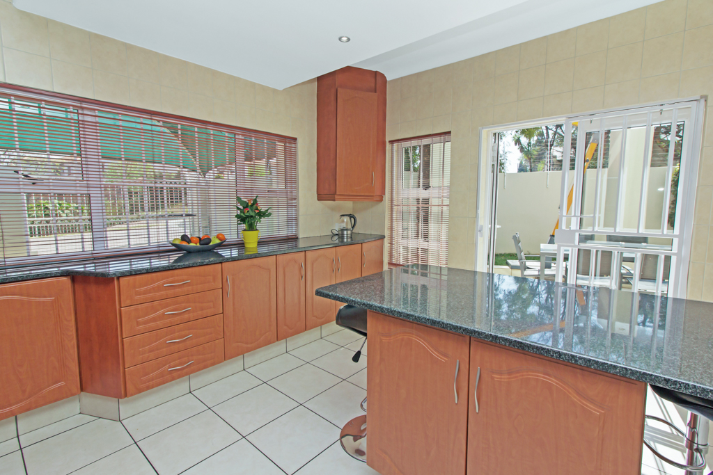 5 Bedroom House for sale in Sunninghill LH-4932 : photo#2