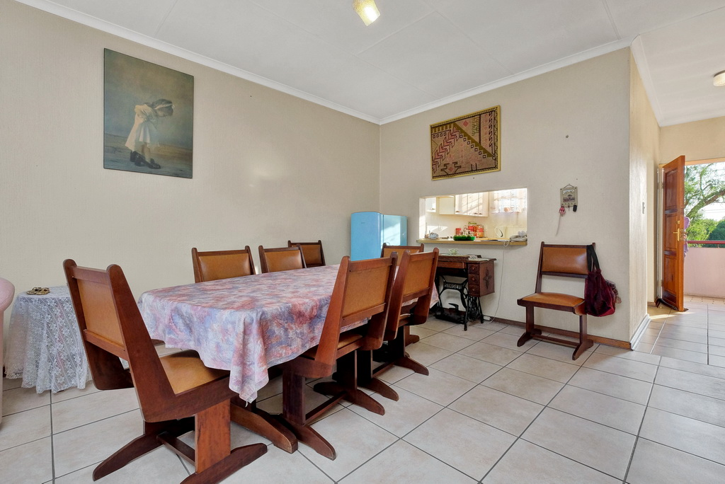 2 Bedroom Apartment for sale in Verwoerdpark LH-4983 : photo#1
