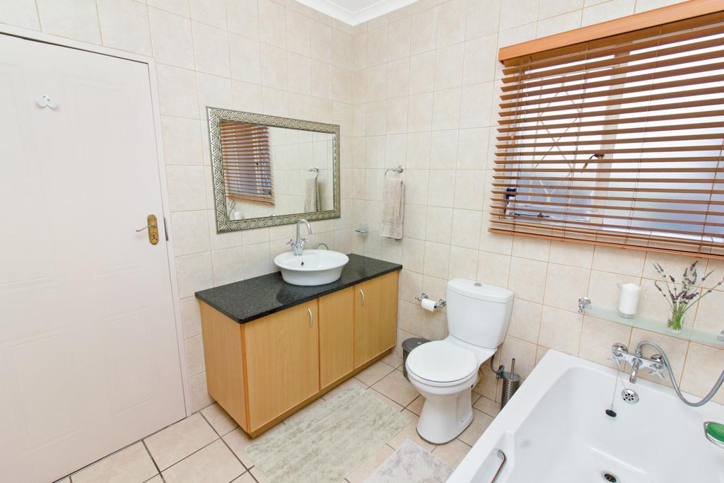 3 Bedroom House for sale in Weltevreden Park LH-5104 : photo#12