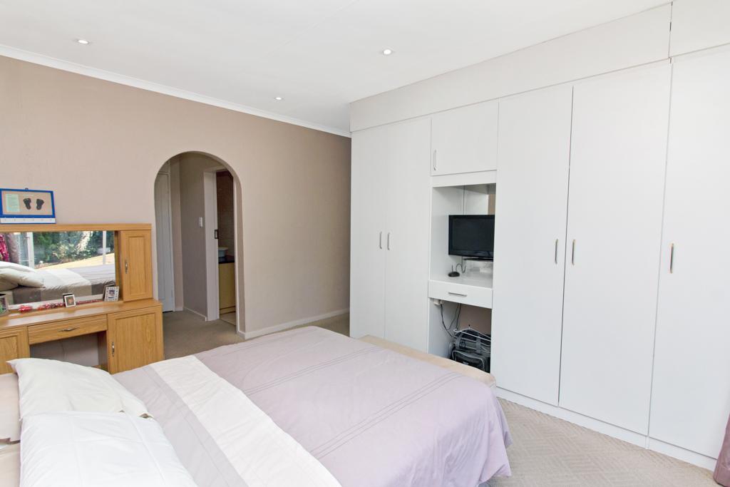 3 Bedroom House for sale in Weltevreden Park LH-5104 : photo#10