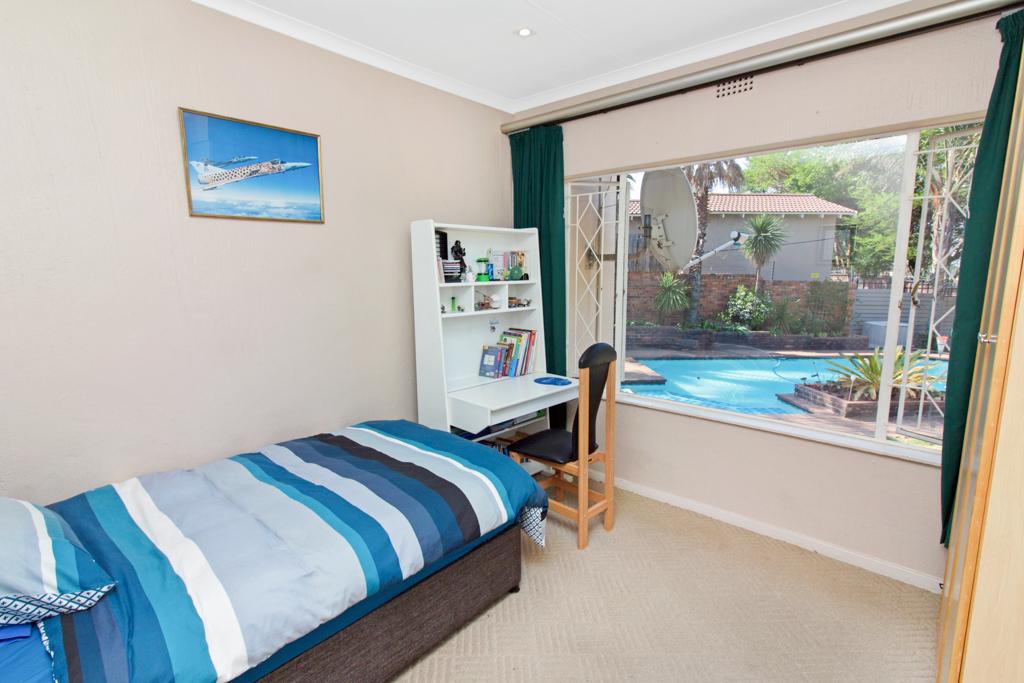 3 Bedroom House for sale in Weltevreden Park LH-5104 : photo#18