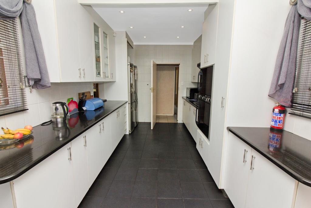 3 Bedroom House for sale in Weltevreden Park LH-5104 : photo#6