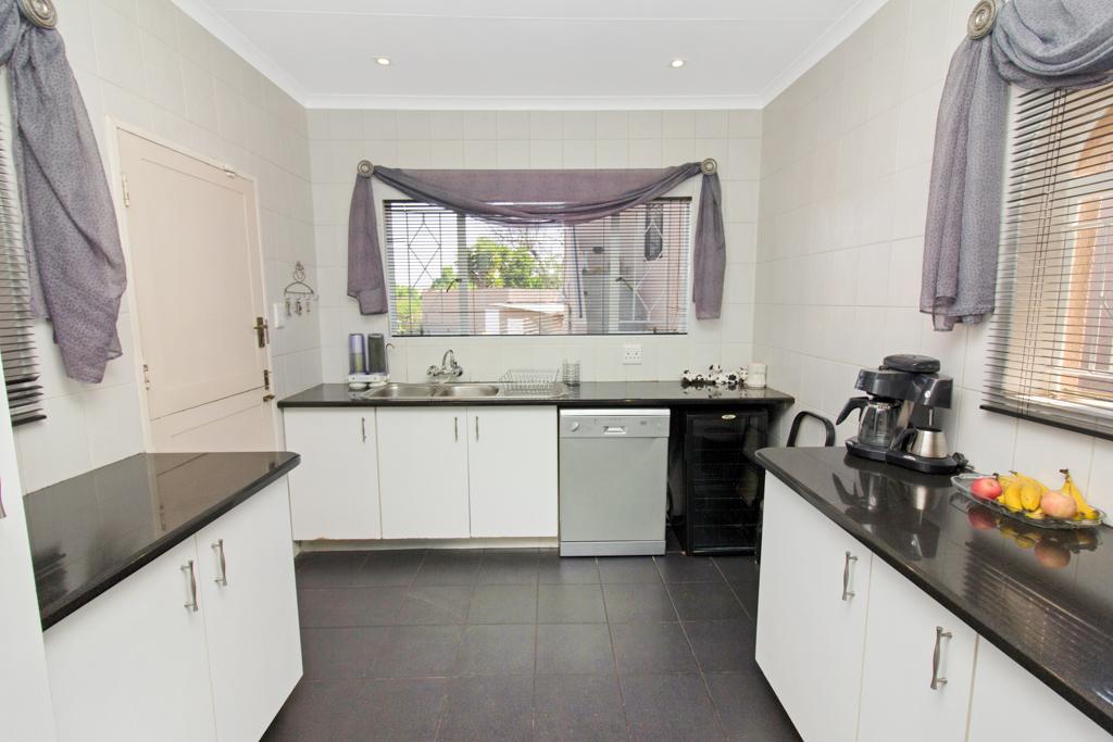 3 Bedroom House for sale in Weltevreden Park LH-5104 : photo#5