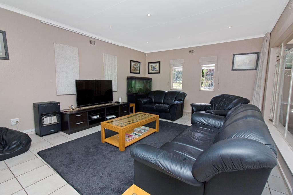 3 Bedroom House for sale in Weltevreden Park LH-5104 : photo#3